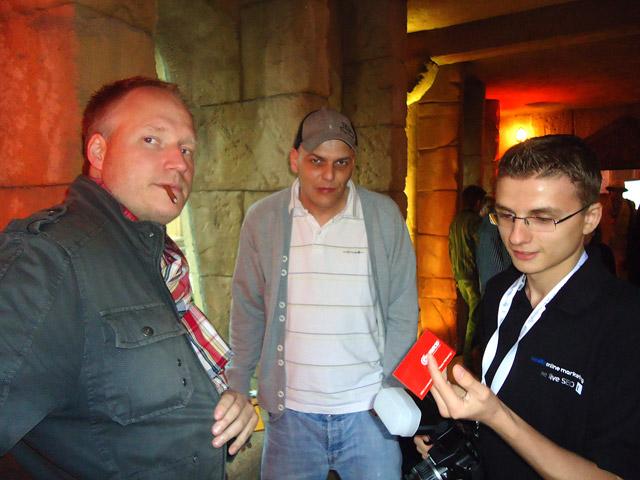 Empfangskommite: links Björn Tantau, mittig Gretus, rechts Dennis Oderwald