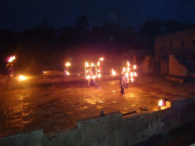 Feuershow im Elefantengehege
