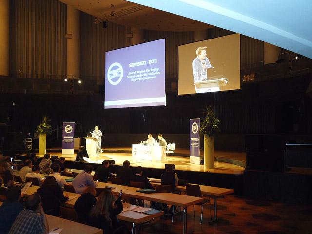 SEMSEO 2011 - Bühne des großen Kuppelsaales im HCC