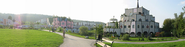 Hundertwasser Gebäude Ensebmble in Bad Blumau